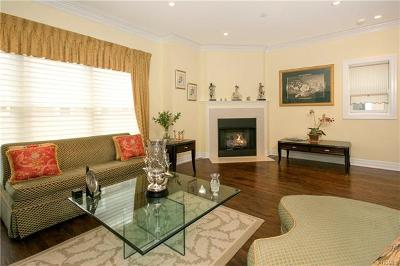 New Rochelle Condo/Townhouse For Sale: 80 Old Boston Post Road #12