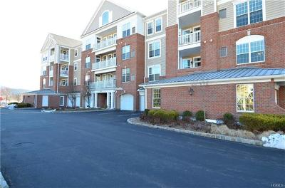 Fishkill Condo/Townhouse For Sale: 632 Regency Drive