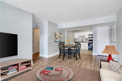 Yorktown Heights Condo/Townhouse For Sale: 23 Dorset Court #A