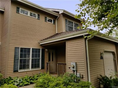 Rhinebeck Condo/Townhouse For Sale: 64 Rosemary Way #74B