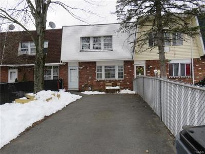 Middletown Single Family Home For Sale: 70 Greenway Terrace