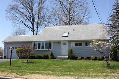 White Plains Single Family Home For Sale: 3 Mohawk Trail