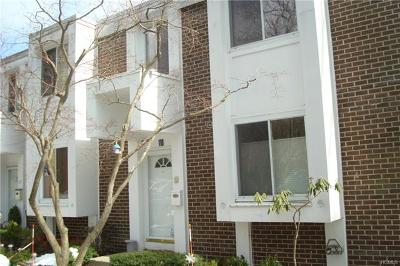 Hartsdale Condo/Townhouse For Sale: 118 Tallwood Drive