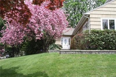 White Plains Single Family Home For Sale: 209 Woodhampton Drive