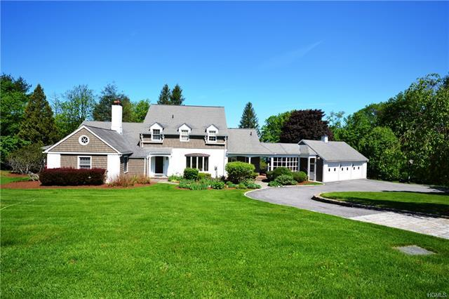4 bed / 2 full, 1 partial baths Home in Mahopac for $670,000