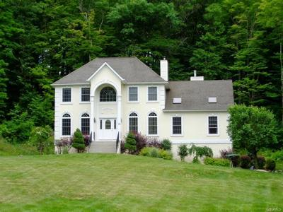 Highland Mills Single Family Home For Sale: 33 Desanctis Drive