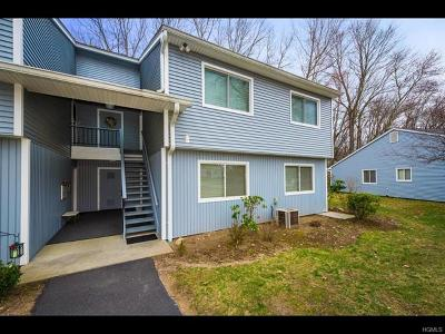 Yorktown Heights Condo/Townhouse For Sale: 160 Carriage Court #F
