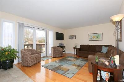 Yorktown Heights Condo/Townhouse For Sale: 40 Jefferson Oval #B