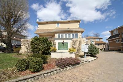 Bronx County Single Family Home For Sale: 3391 Country Club Road #4