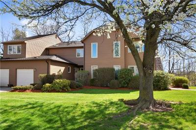 Yorktown Heights Condo/Townhouse For Sale: 93 Woodlands Drive