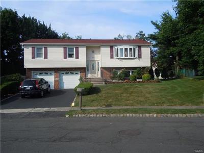Rockland County Single Family Home For Sale: 156 Lake Nanuet Drive