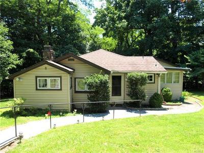 Croton-On-Hudson Single Family Home For Sale: 8 Mountain Trail