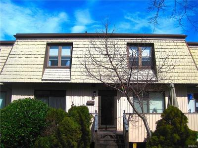Condo/Townhouse Contract: 26 Heritage Drive #G
