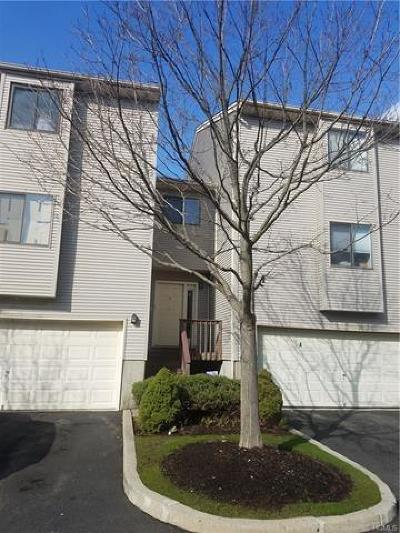 Nanuet Condo/Townhouse For Sale: 8 Queens Court