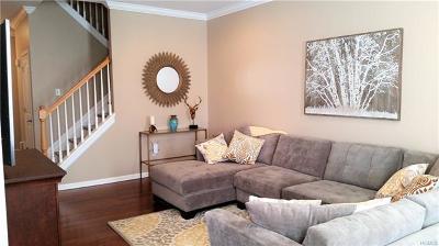 Middletown Single Family Home For Sale: 33 Cobblestone