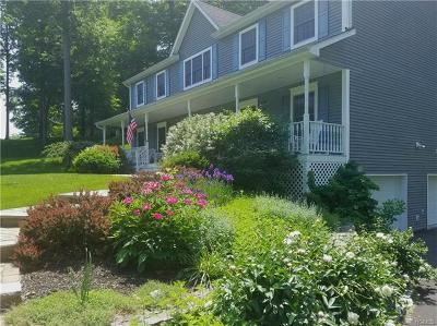 Dutchess County Single Family Home For Sale: 16 Winding Oak Way