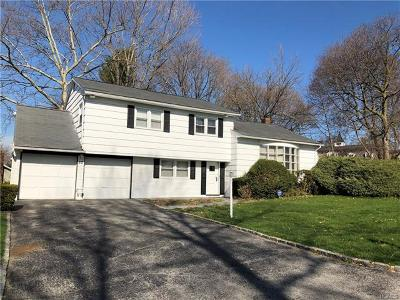 Westchester County Single Family Home For Sale: 52 Rodman Oval
