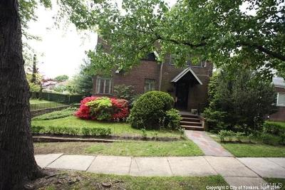 Yonkers Single Family Home For Sale: 27 Crestmont Avenue