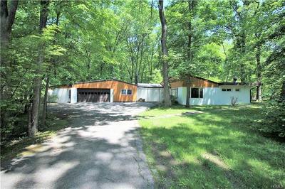 Pomona Single Family Home For Sale: 34 North Dogwood Lane