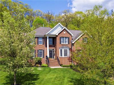 Cortlandt Manor Single Family Home For Sale: 2 Red Oak Lane