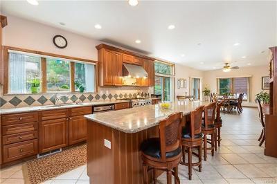 White Plains Single Family Home For Sale: 75 Bradley Avenue