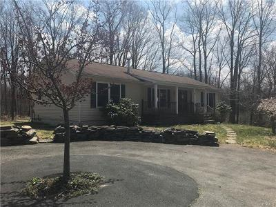 Newburgh Single Family Home For Sale: 4 Dees Way