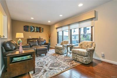 Condo/Townhouse Contract: 37 Heritage Drive #G