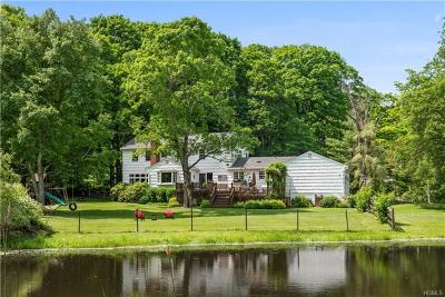 Single Family Home For Sale: 320 Roaring Brook Road