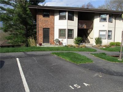 Yorktown Heights Condo/Townhouse For Sale: 15 Essex Place #L