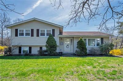 Monroe Single Family Home For Sale: 8 Hawks Nest Road