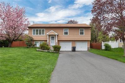 Monroe Single Family Home For Sale: 4 Half Hollow Turn
