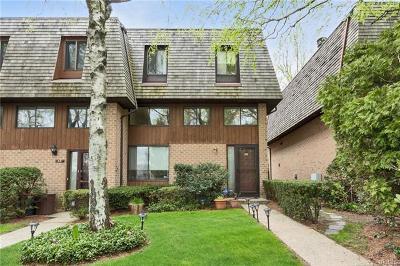 Pelham Single Family Home For Sale: 32 The Hamlet