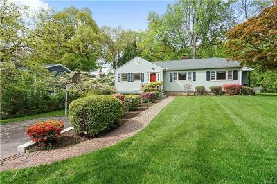 White Plains Single Family Home For Sale: 221 Woodlands Avenue
