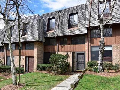 Pelham Single Family Home For Sale: 28 The Hamlet