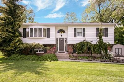 Single Family Home For Sale: 22 Riverglen Drive