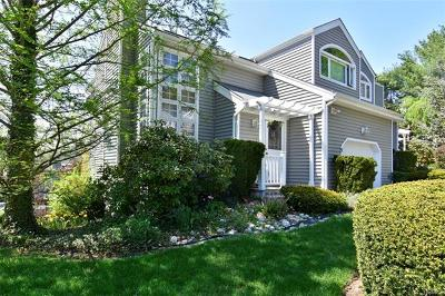 White Plains Single Family Home For Sale: 5 Pinewood Circle