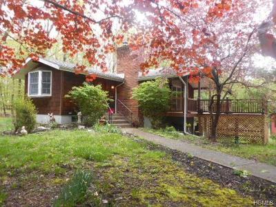 Middletown Single Family Home For Sale: 84 Fair Oaks Road