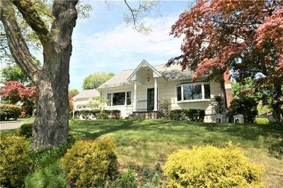 Elmsford Single Family Home For Sale: 27 Old Knollwood Road