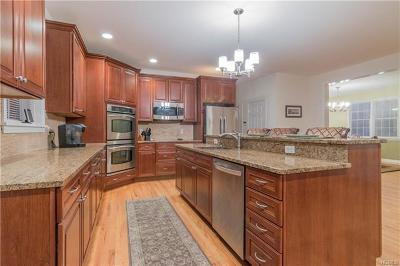 White Plains Single Family Home For Sale: 50 Collyer Place