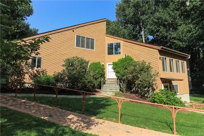 Croton-On-Hudson Single Family Home For Sale: 12 Briggs