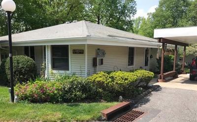 Yorktown Heights Condo/Townhouse For Sale: 31 Cambridge Court #B