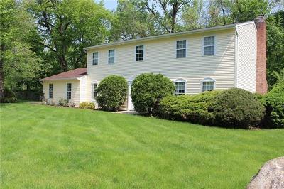 Nanuet Single Family Home For Sale: 73 April Lane