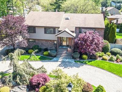 New Rochelle Single Family Home For Sale: 27 Pondview Lane