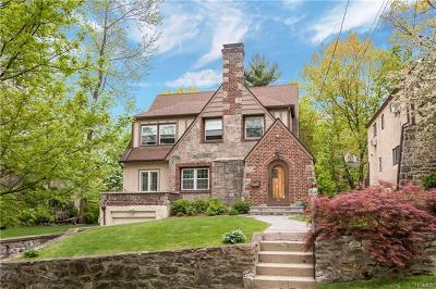 New Rochelle Single Family Home For Sale: 17 Lakeside Drive