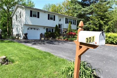 New Windsor Single Family Home For Sale: 301 Cloverdale Court