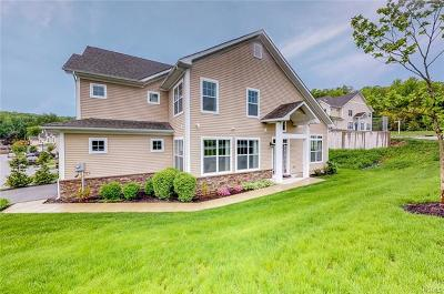 Middletown Single Family Home For Sale: 2 Rosecrest Court