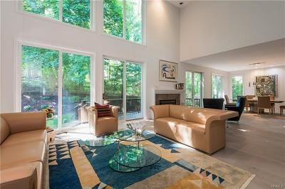 White Plains Single Family Home For Sale: 14 Easthaven Lane