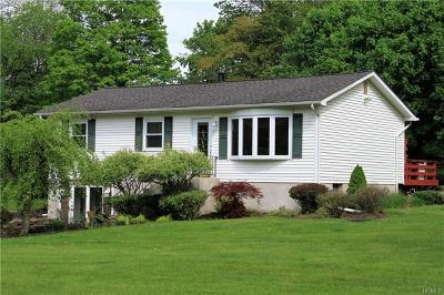 Middletown Single Family Home For Sale: 25 Karen Joy Drive