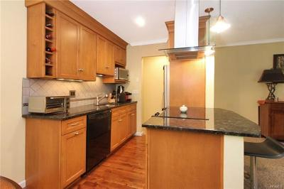 Bedford Hills Condo/Townhouse For Sale: 110 Nottingham Road #G