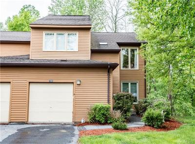 Yorktown Heights Condo/Townhouse For Sale: 161 Ridgeview Lane